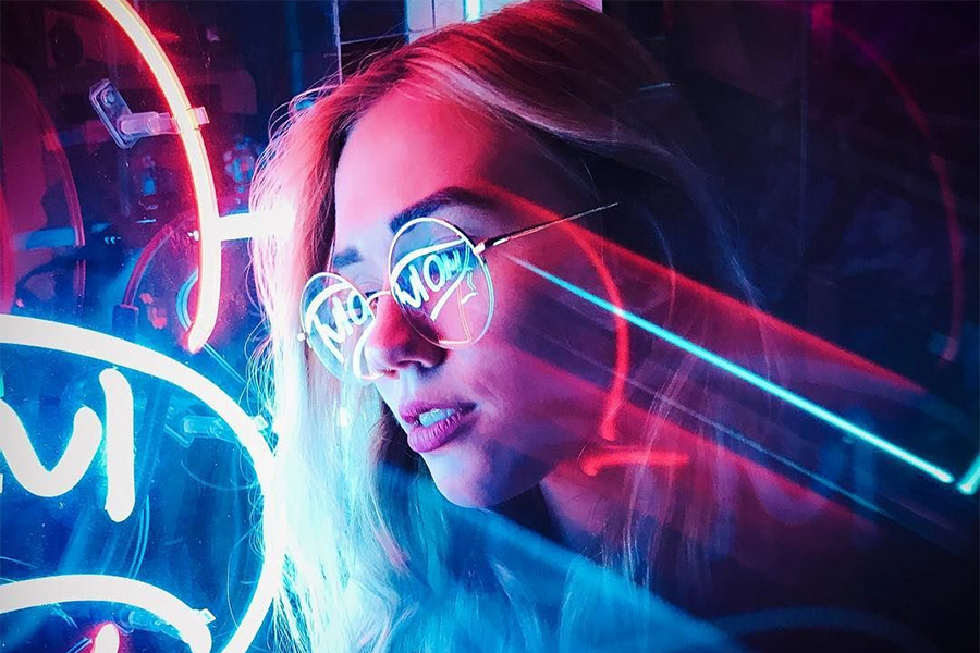 Influencer สาย Party - Neon Light